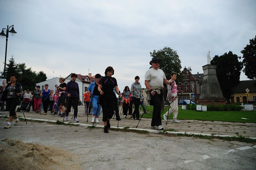 I Złaz kijkarzy - Nordic Walking - 18 września 2011 - zorganizowany przez Stowarzyszenie KAŹMIERZ przy wsparciu   finansowym Gminy Kaźmierz 2011 - zorganizowany przez Stowarzyszenie KAŹMIERZ